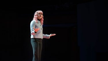 Maisie Williams geeft TED Talk